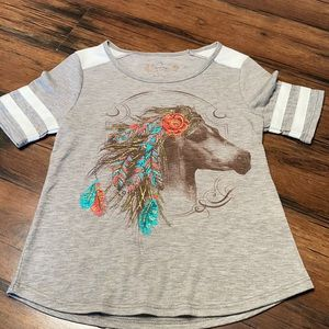 Shyanne T-shirt size small horse with flowers